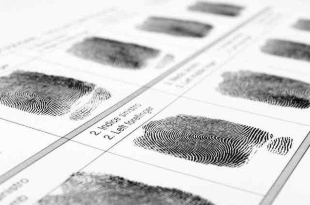 FBI usa huellas dactilares de los delincuentes muertos para desbloquear sus teléfonos y avanzar en la investigación